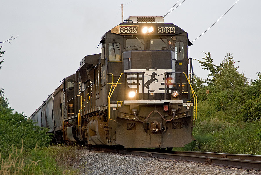 IN is one of the first shortlines to operate NS-dedicated power on unit grain trains. (August, 2008)