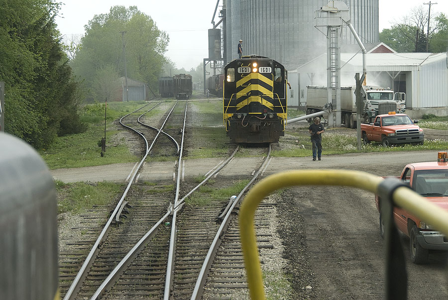 It's a busy day in Reading as crews both load grain and switch loads for a southbound move. (May, 2007)