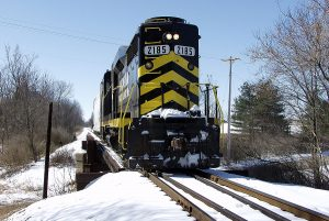 IN 2185 arrives Hilldale and is crossing the Hallett Street bridge. (February, 2003)